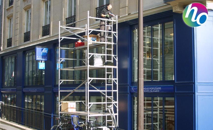 Eloignement pigeons façade extérieur d'une banque