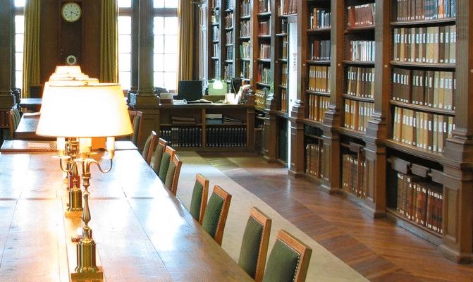Désinfection des livres d'une bibliothèque contre les champignons lignivores